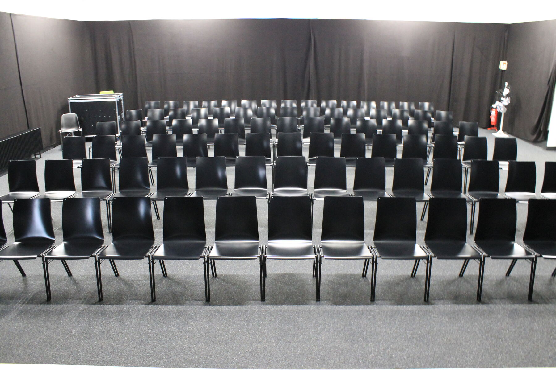 Anstatt-Theater