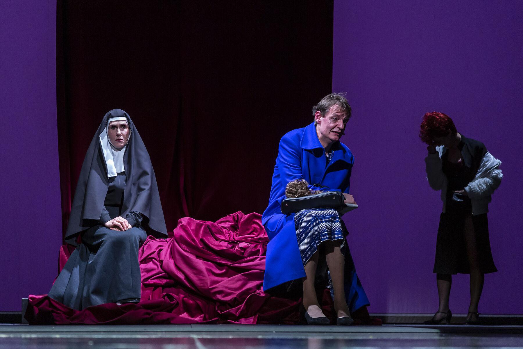 In einem Jahr mit 13 Monden - © Landestheater Niederbayern, Peter Litvai